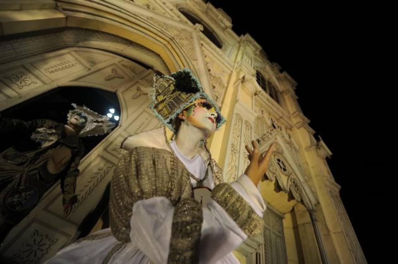 Las estatuas vivientes lucieron trajes alusivos a la arquitectura de la iglesia.