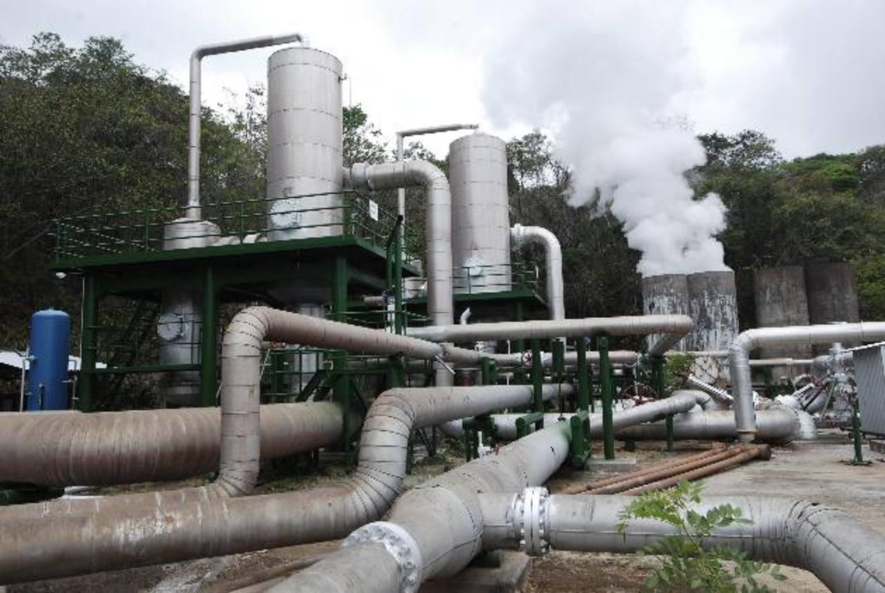 LaGeo es la única empresa que explota energía geotérmica. Podría invertir más sino fuera por un litigio internacional. foto edh / archivo