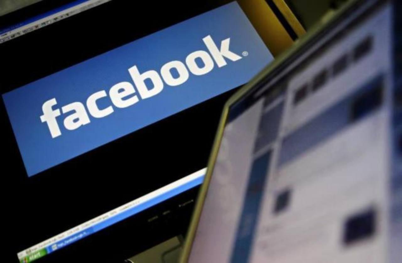 Arrestan a jóvenes por publicar en Facebook fotografía besándose