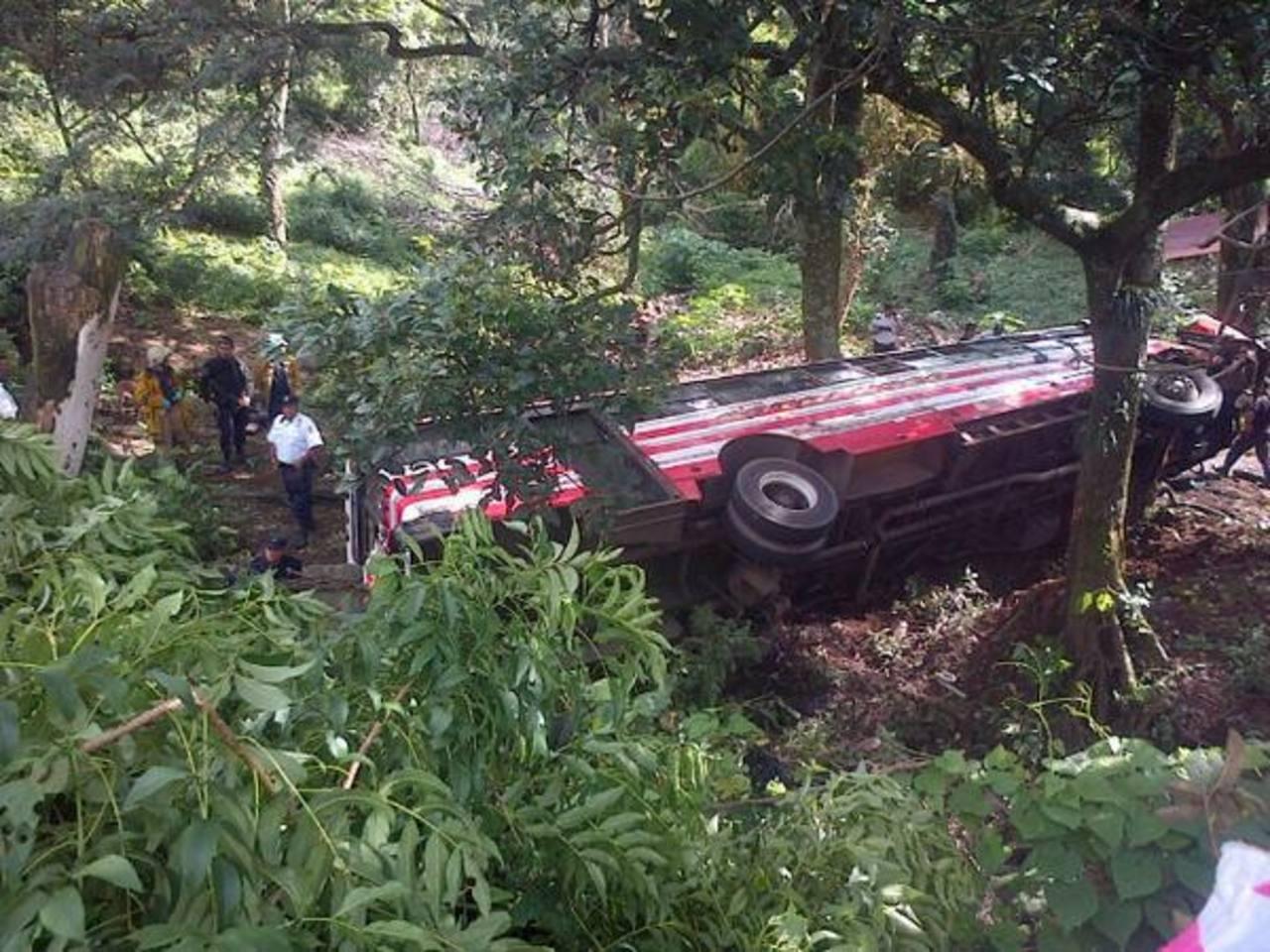 Un bus se accidentó en carretera a Los Naranjos. Foto tomada por Guillermo Hernández, periodista de Radio Monumental.