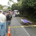 Cinco personas murieron en la escena del accidente, en la carretera a Los Naranjos; una sexta en el hospital. Foto EDH / Milton Jaco