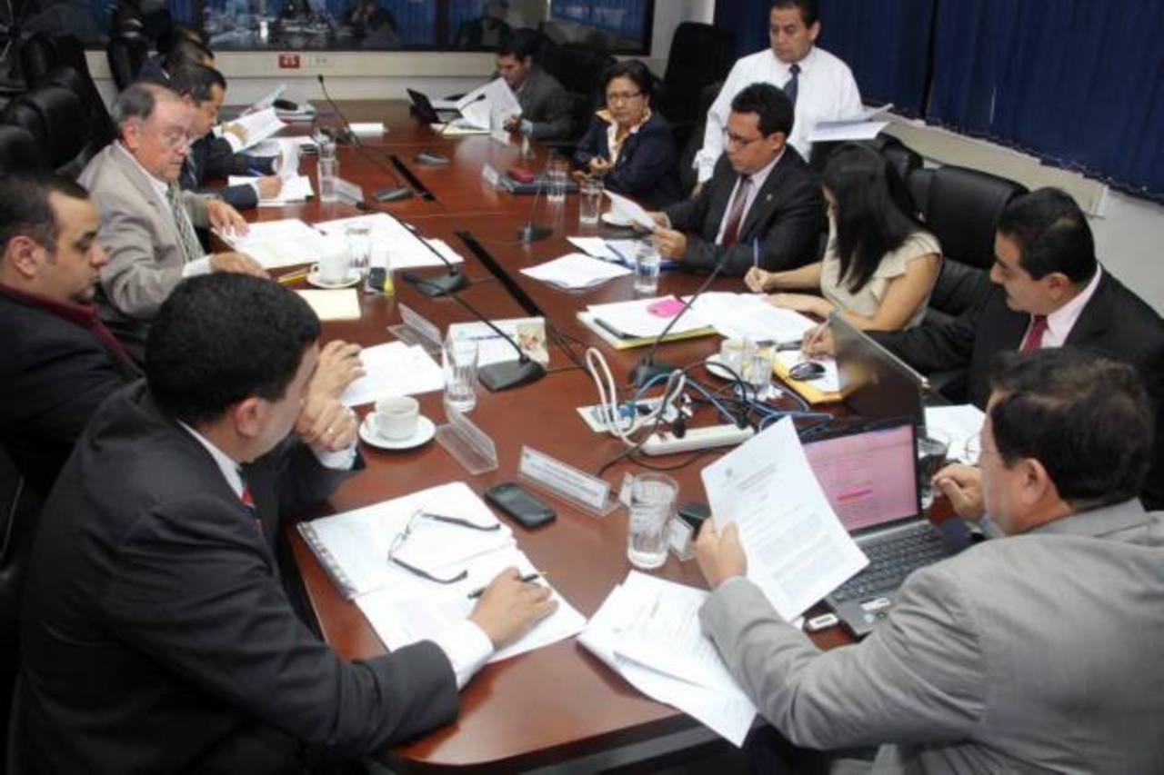 La Comisión de Seguridad de la Asamblea se reunió ayer. Foto EDH / Jorge Reyes