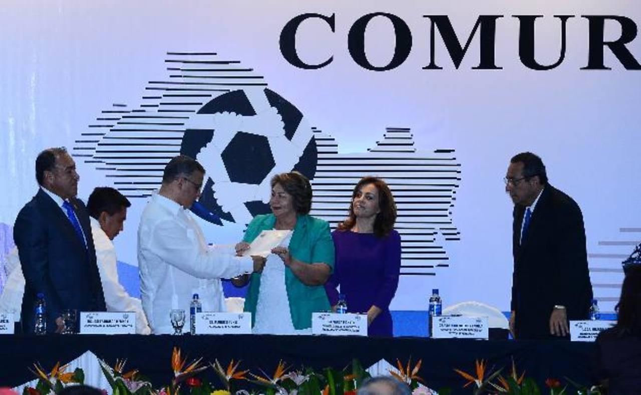 Ayer arrancó el XXIX Congreso de alcaldes, presidido por autoridades del Ejecutivo, Asamblea y CSJ. foto edh / mario amaya