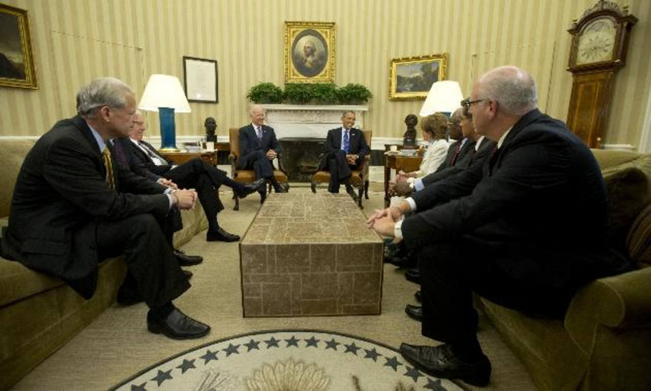 Estados Unidos está de nuevo al borde del colapso fiscal si el jueves no hay acuerdo para más endeudamiento. Ayer el presidente Barack Obama se reunión en el salón Oval con líderes de la Casa de Representantes. En vano. foto EDH/Reuters