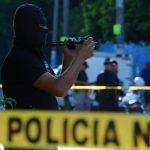 Los atacantes de José Durán, de 28 años, abandonaron en la escena el cuchillo con el que lo mataron. Foto EDH / Jaime Anaya