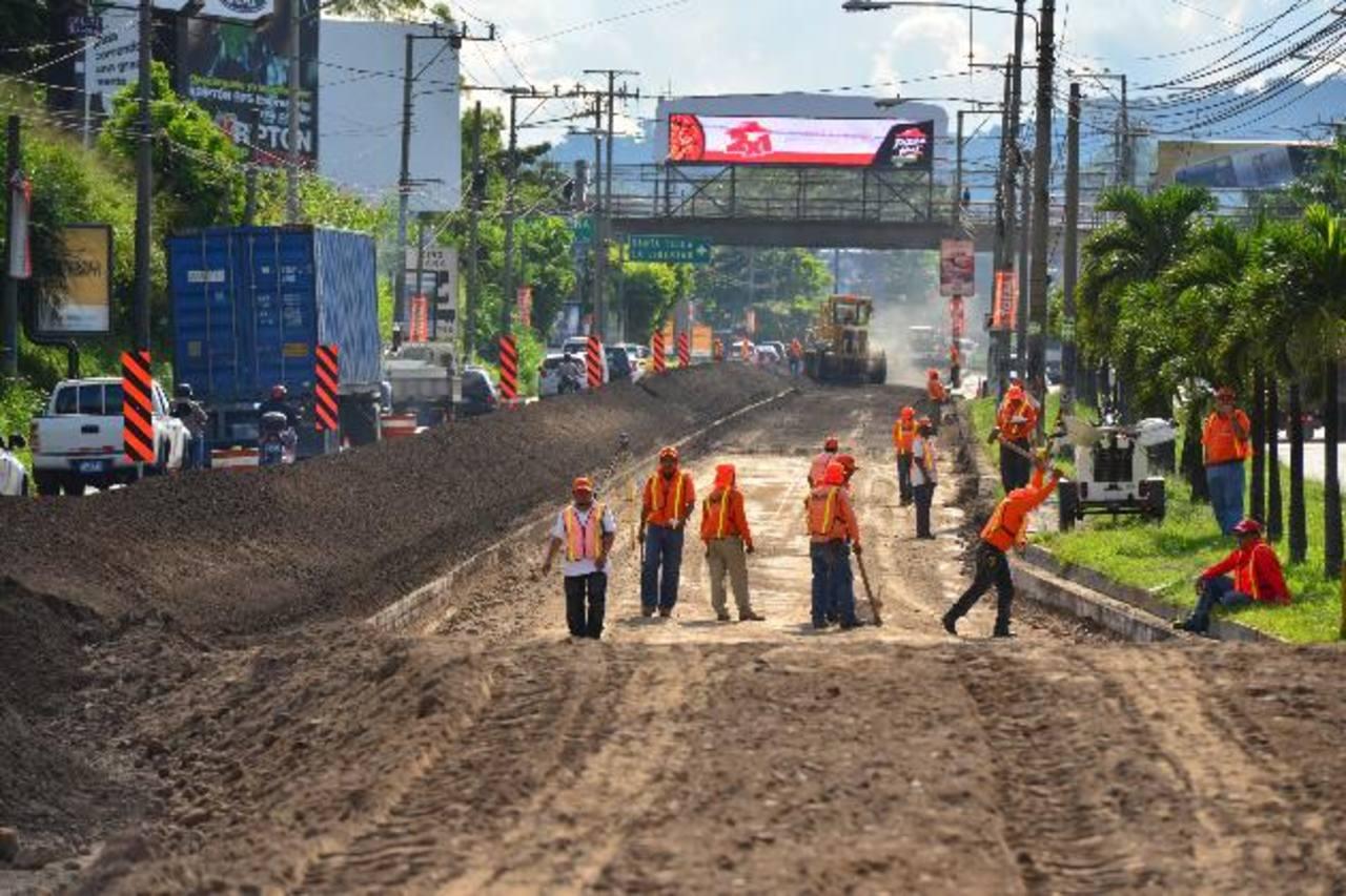 El tráfico en la Panamericana y en las vías alternativas se ha vuelto lento por los trabajos de reconstrucción. EDH /archivo