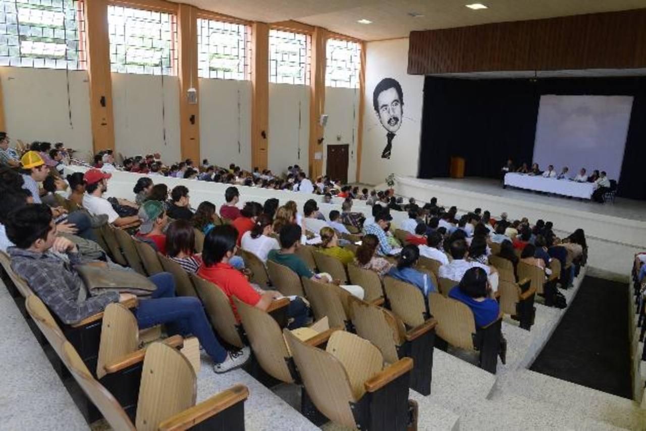 En Asamblea General Universitaria acordaron, ayer, esperar 15 días para recibir el refuerzo de la UES. Foto EDH / Miguel Villalta