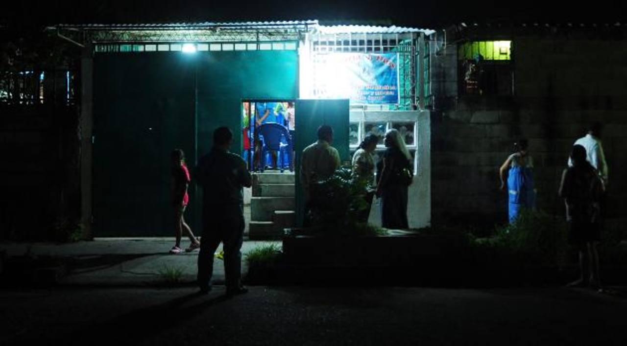 Tres mujeres fueron heridas anoche en una iglesia en la colonia Madre Tierra en Apopa, . Foto EDH / Lissette Lemus.