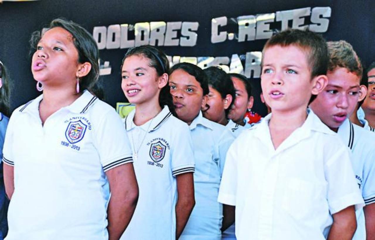 Según el director de la escuela, la mayoría de alumnos que reciben vive en las colonias Milagro de la Paz, Santa Julia, Barrio San Nicolás y cantón El Niño. Foto EDH / JENNY VENTURA