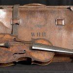 Subastarán violín de director de orquesta del Titanic. El instrumento habría sido un regalo de su prometida. FOTO BOURNEMOUTH NEWS