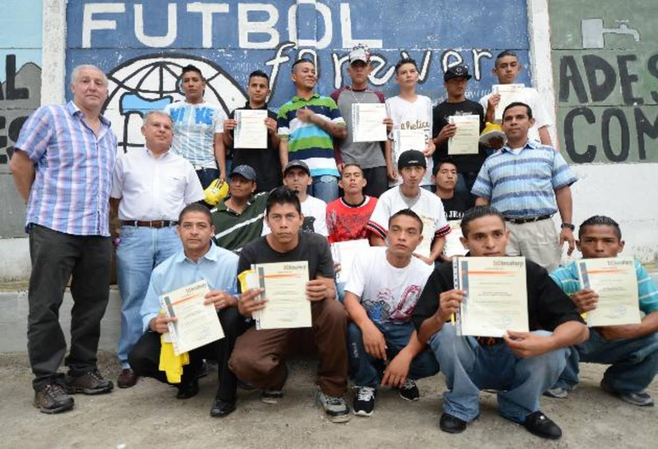 Los jóvenes beneficiados podrán optar a otro curso especializado en electricidad. fotos edh / mauricio cáceres