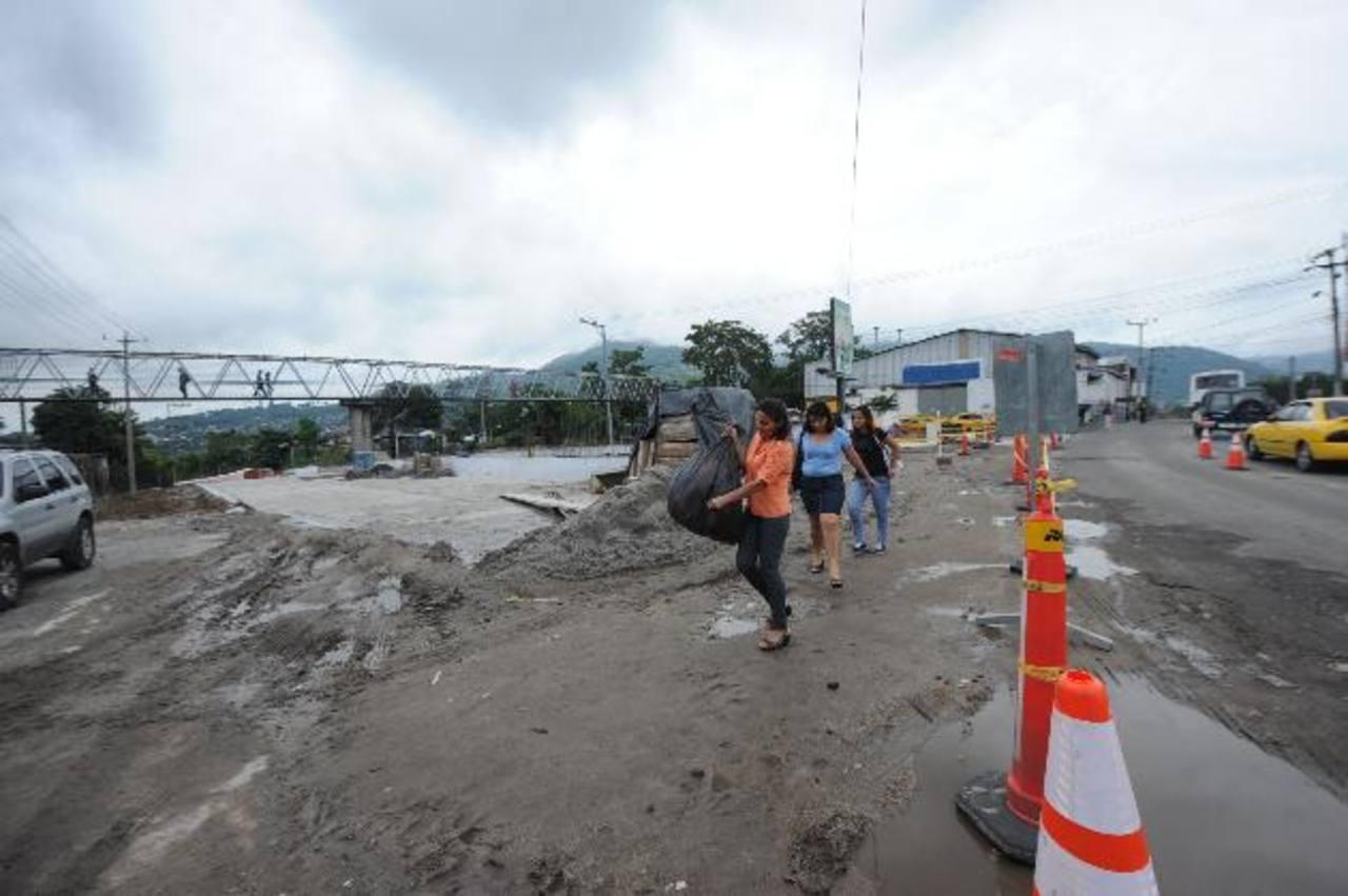 Los carriles del Sitramss inicia en Soyapango sobre el B. del Ejército y finaliza en la Alameda Juan Pablo II , cerca del hospital MQ.