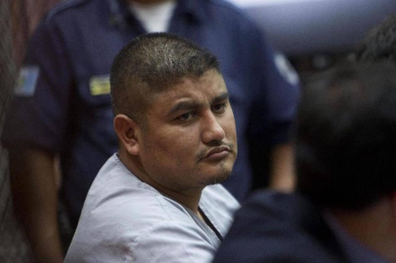 """El capo Eduardo Villatoro Cano, alias """"Guayo Cano"""", asiste a una audiencia judicial. foto edh / efe"""
