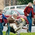 """La cinta """"Jackass Presents: Bad Grandpa"""" dominó el fin de semana los ingresos con 32 millones de dólares, según proyecciones de los estudios. Foto/ Archivo"""