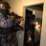 La PNC allanó las casas de los sospechosos. FOTO EDH Archivo.