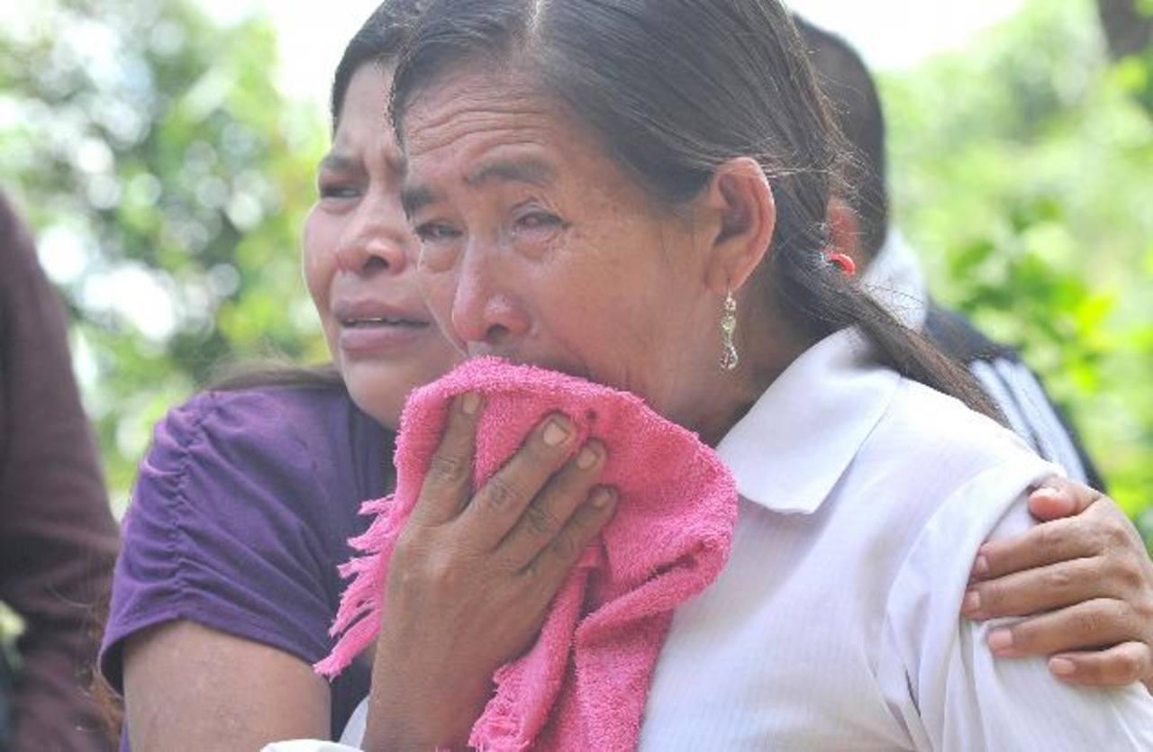 Familiares de Santos Ramos Vásquez, asesinado ayer en Panchimalco. Foto EDH / Ericka Chávez.