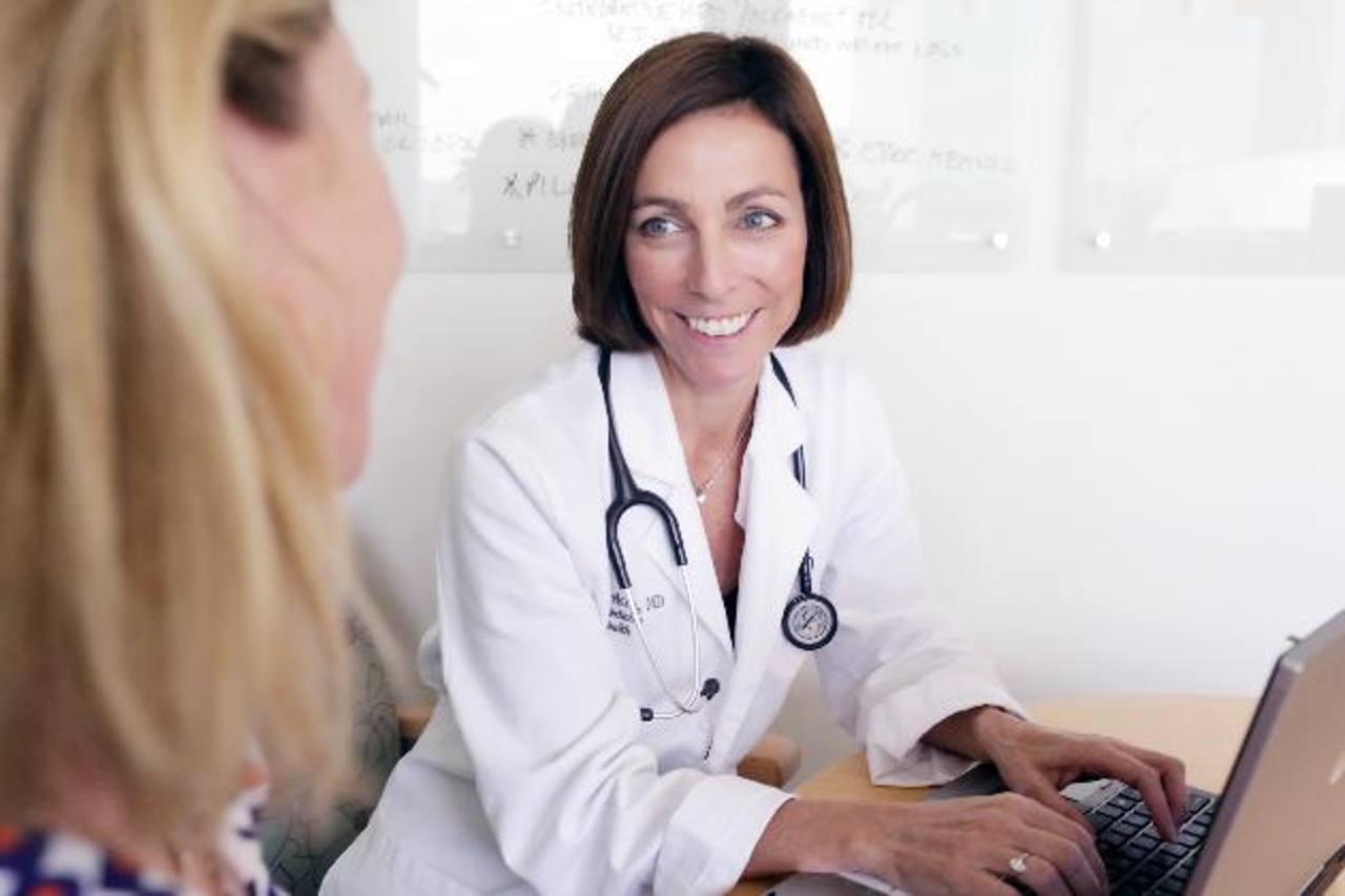 Determinan riesgos de reemplazo de hormonas