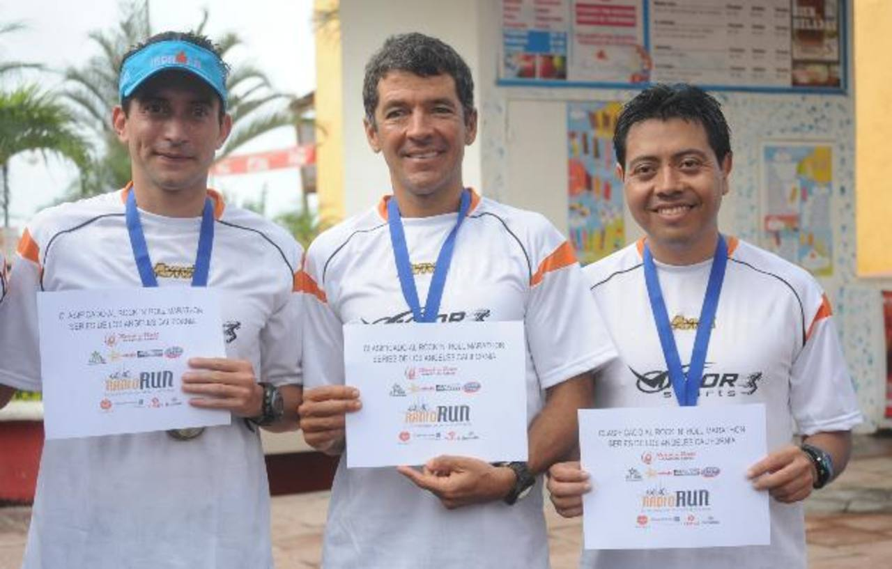 Ovidio Villatoro, Carlos Alfaro y Darío Martínez, ganadores. FOTOS EDH/ LISSETTE MONTERROSA