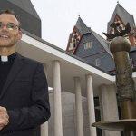 """El obispo Franz-Peter Tebartz-van Elst fue retirado """"temporalmente"""" de su diócesis tras un escándalo por el gasto millonario en la construcción de una nueva residencia. FOTO The Guardian.com"""