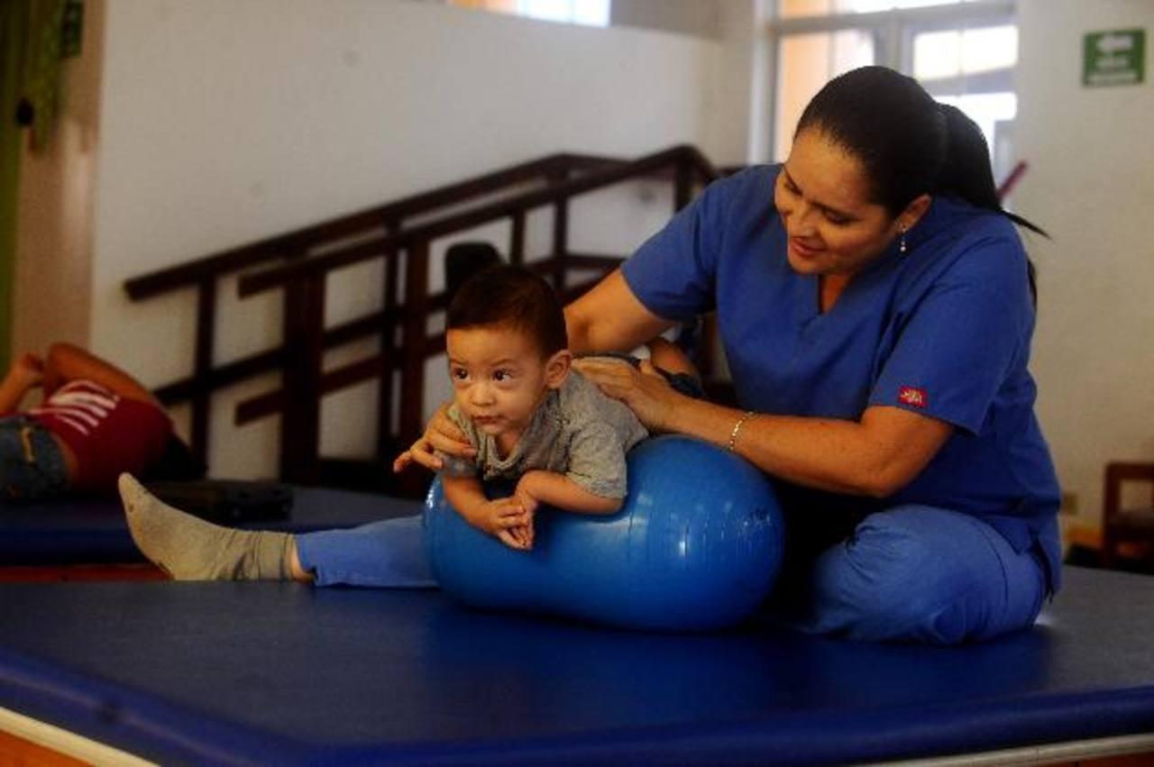 Las diversas terapias se brindan para niños y adultos, especialmente de escasos recursos económicos.