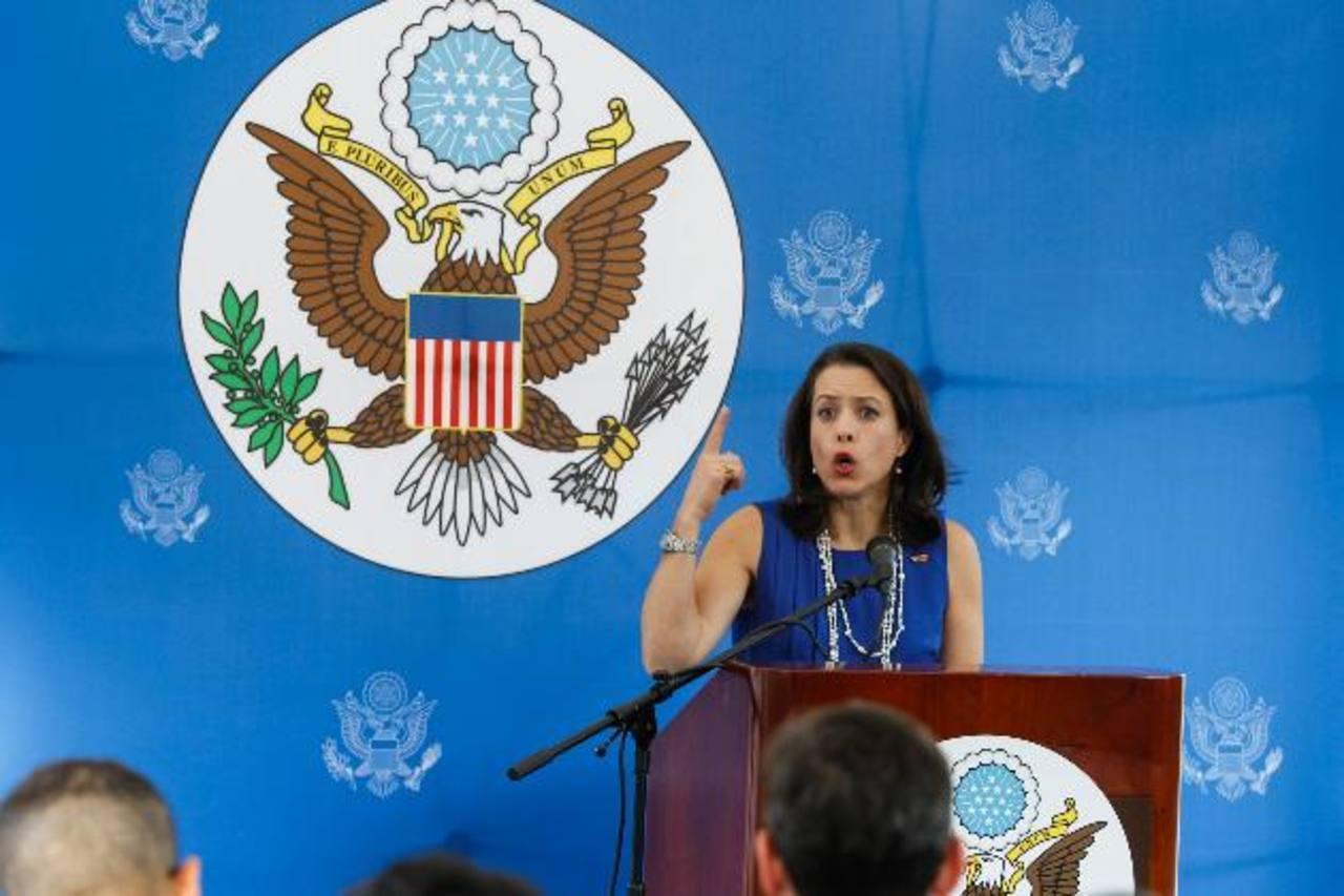 La encargada de negocios de EE. UU. en Venezuela, Kelly Keirderling, desmintió el martes las acusaciones de Maduro. Con las expulsiones mutuas la relación bilateral queda fría. foto edh/EFE