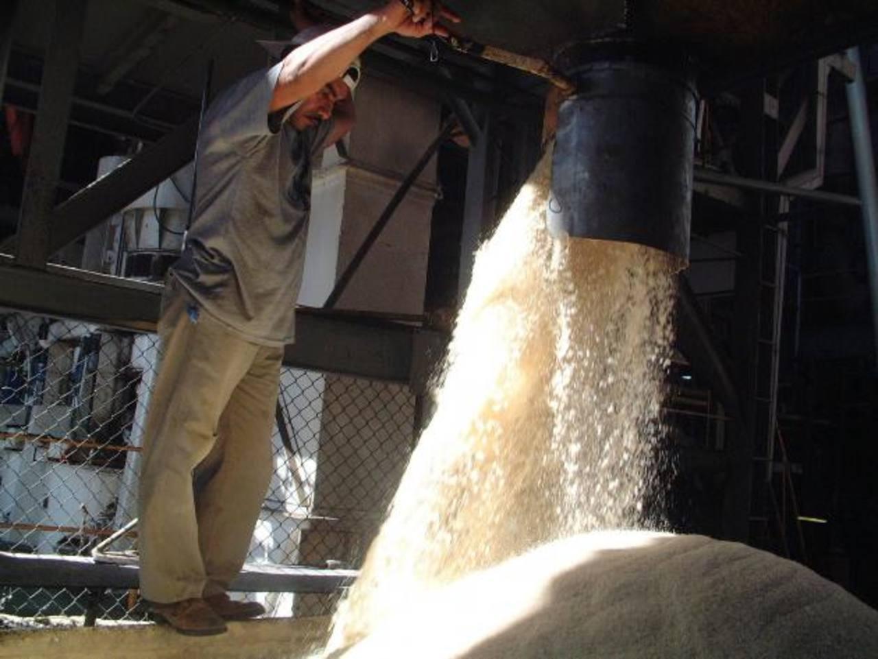 Las exportaciones de azúcar muestran una tendencia positiva. La industria aprovecha la estabilidad de precios. edh/archivo
