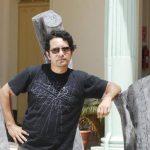 """El escultor Guillermo Perdomo en su pasada exhibición """"Naturaleza muerta"""" en el Palacio Tecleño."""