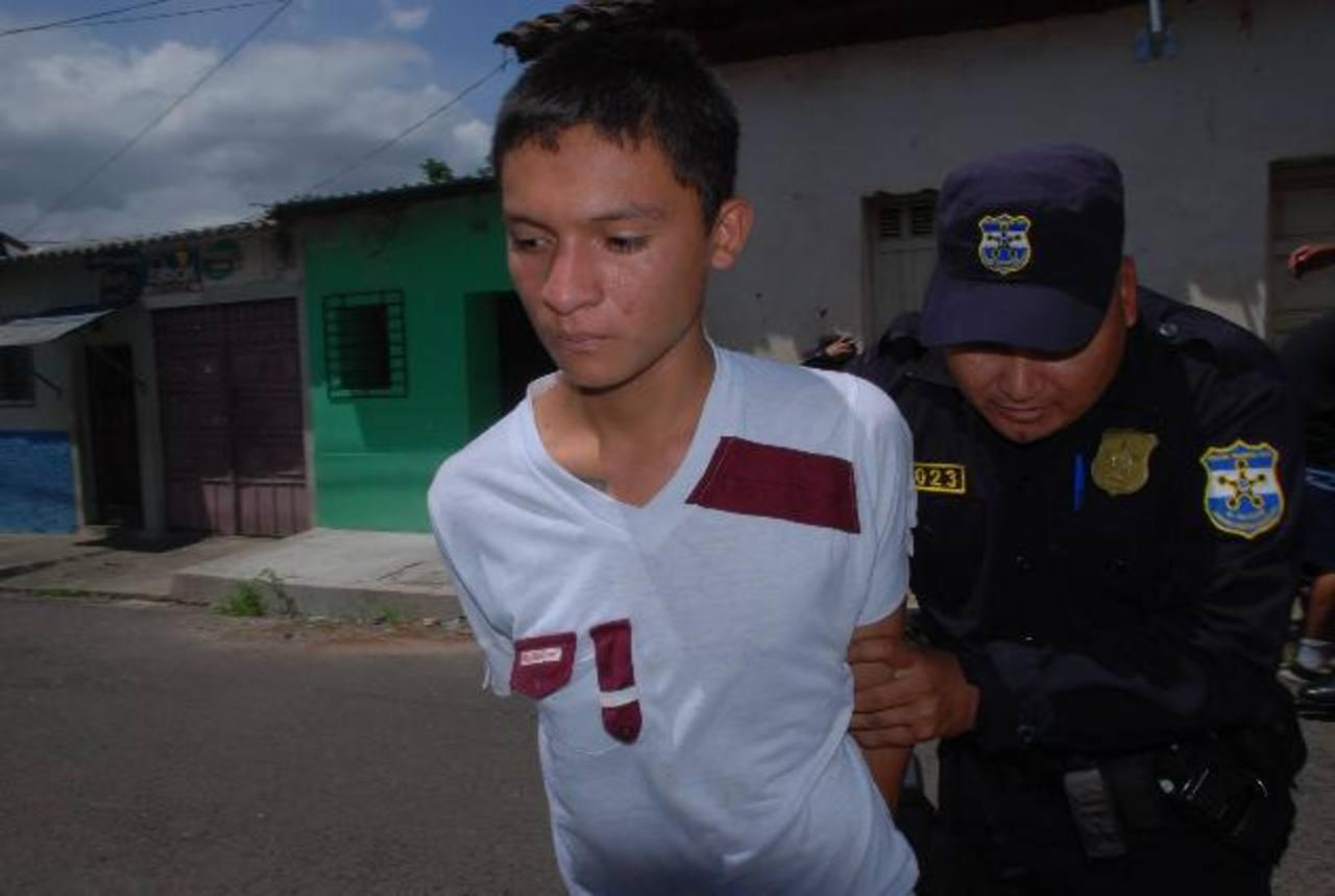 Jhonatán Alejandro S. fue detenidos bajo cargos de homicidio agravado e intento de homicidio. Foto EDH / Cristian Díaz.