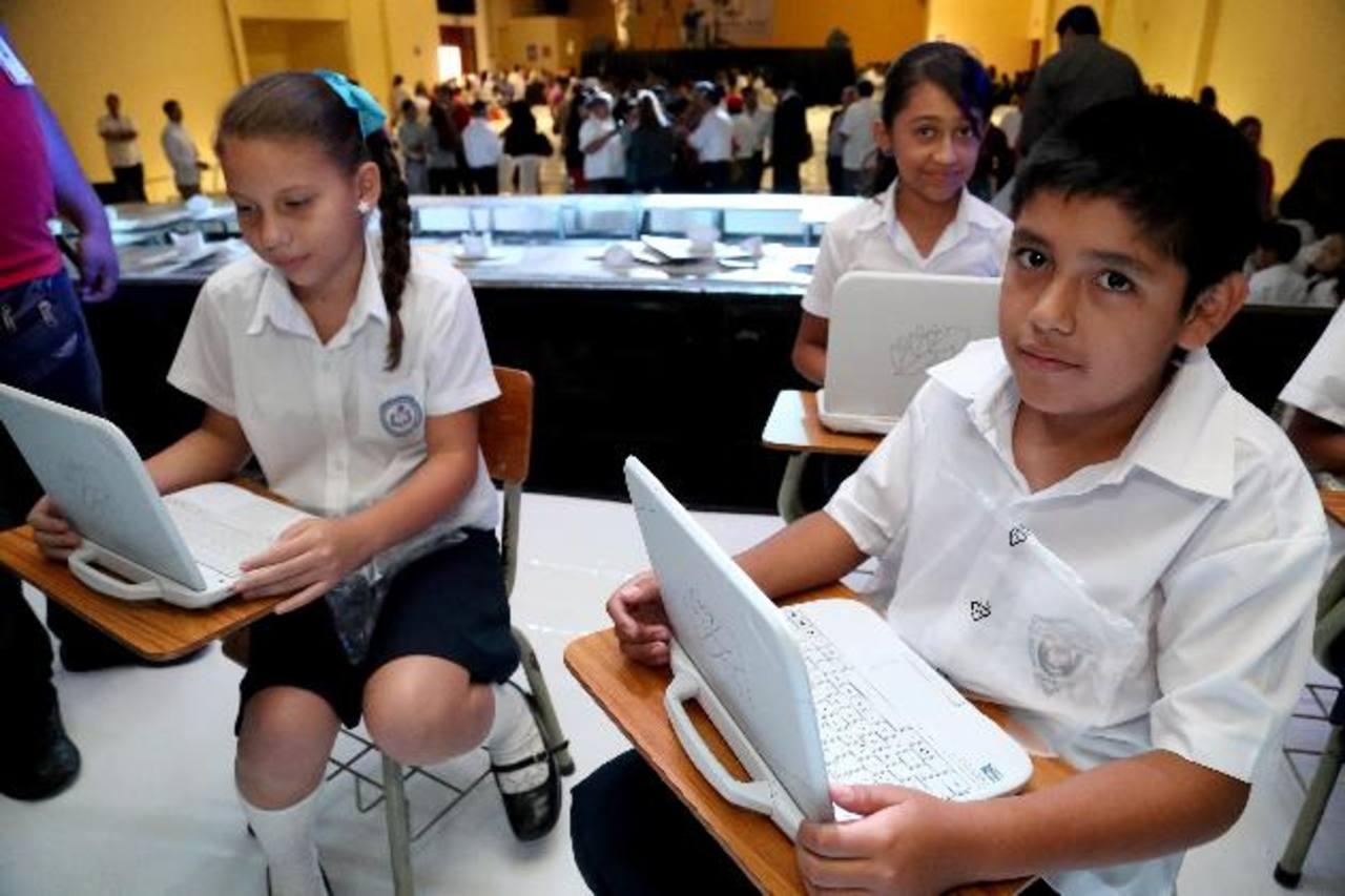La donación de 4 mil computadoras fue patrocinada por la nueva fundación de Alba. Foto edh/cortesía