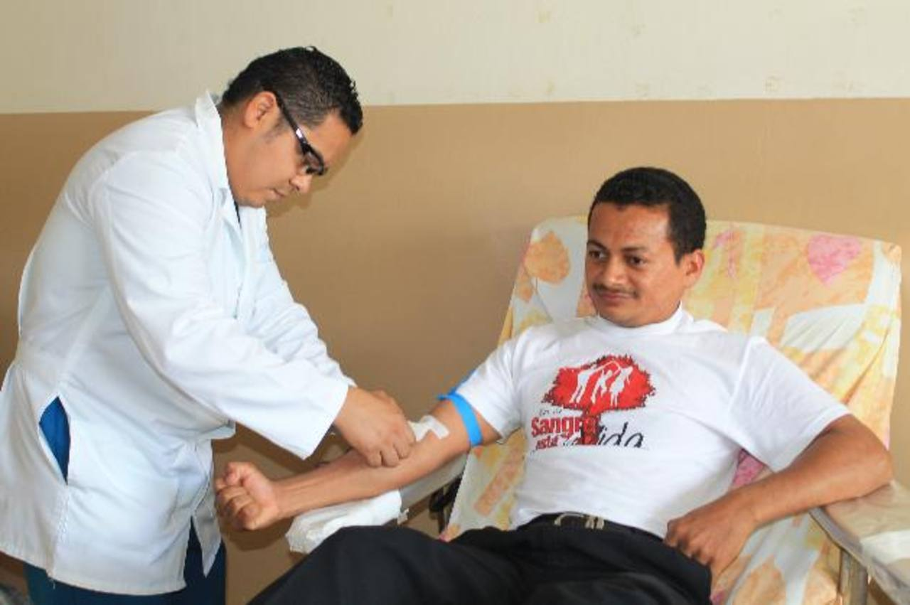 Algunas personas se niegan a donar sangre porque creen que engordarán, algo que no pasa. Foto EDH / roberto dÍaz zambrano