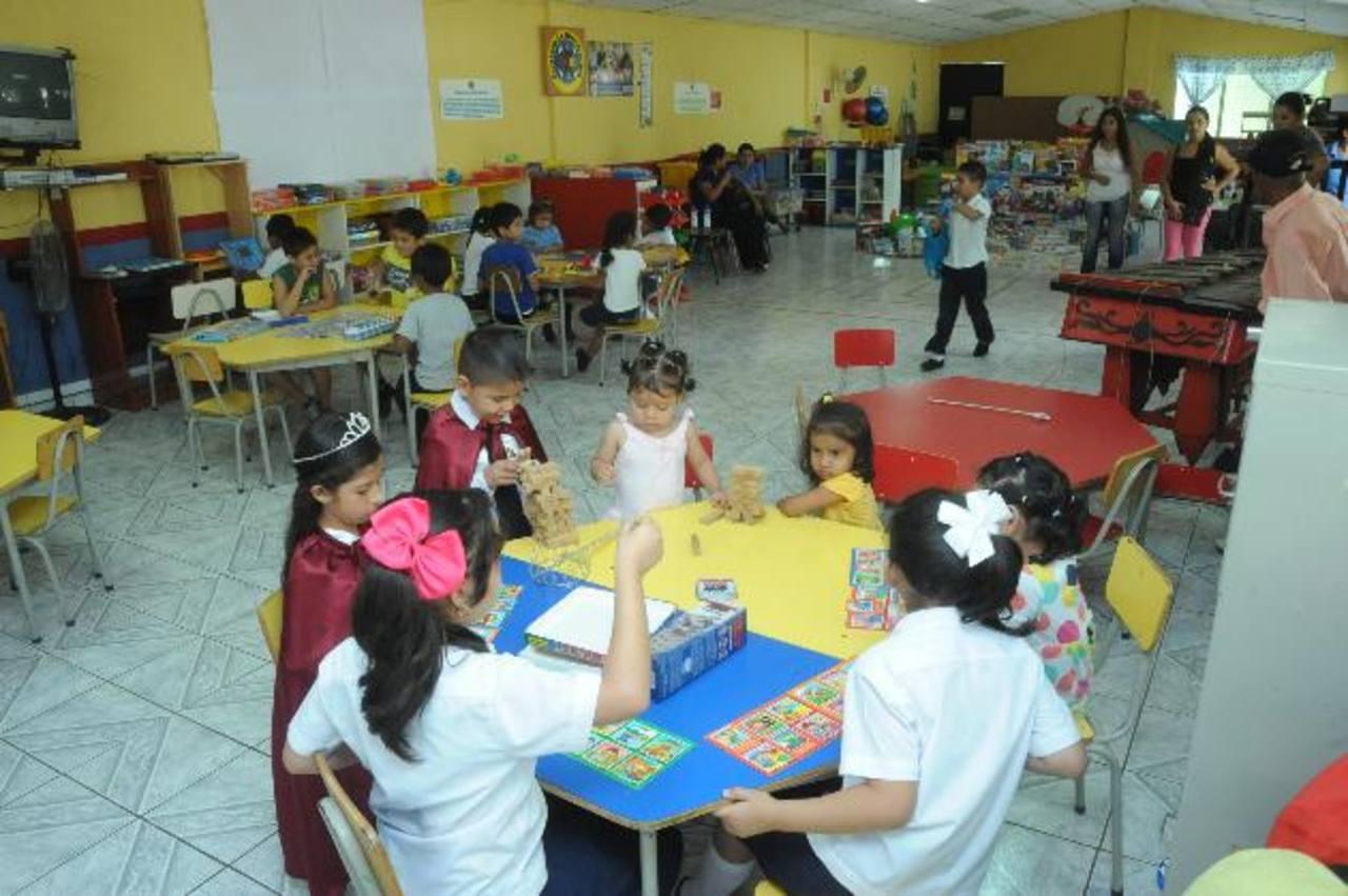 Niños de 3 a 12 años hacen uso del material didáctico existente. foto edh / lissette monterrosa
