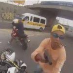 Video: Motociclista capta el frustrado robo de su moto en Brasil