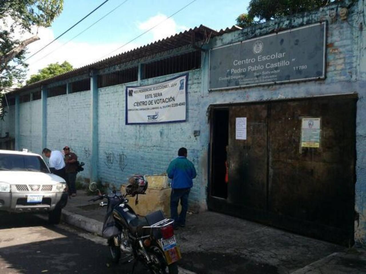Esta mañana delincuentes hurtaron una grabadora en la Escuela Pedro Pablo Castillo, en Ciudad Delgado. Foto EDH/ Jaime Anaya