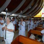 Entre cantos marianos y plegarias, la feligresía participó del Rosario por la paz del país y del mundo. Fotos EH / Mario Amaya