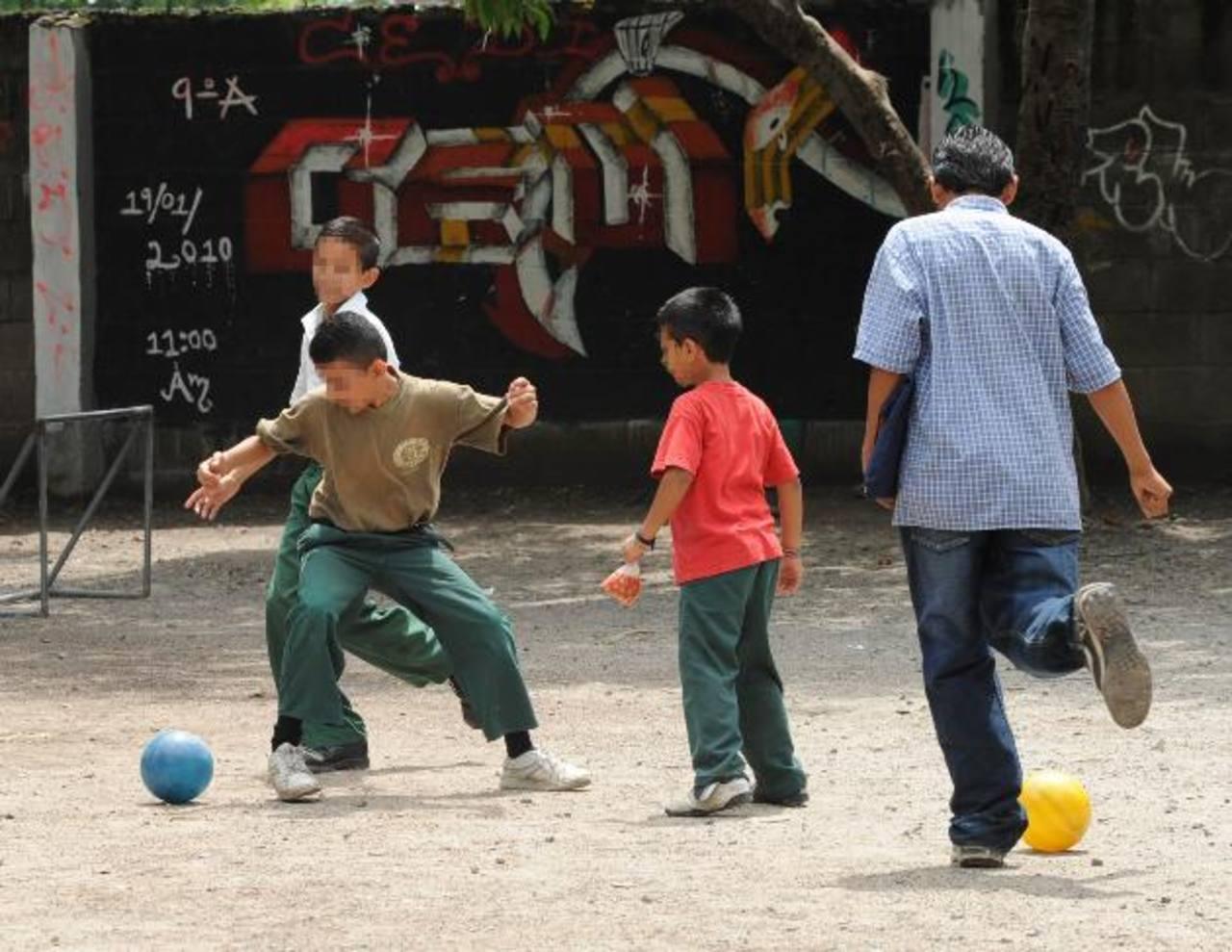 En algunos casos, la motivación del alumno por ir a la escuela es la posibilidad de jugar con sus amigos, dicen docentes. Foto EDH