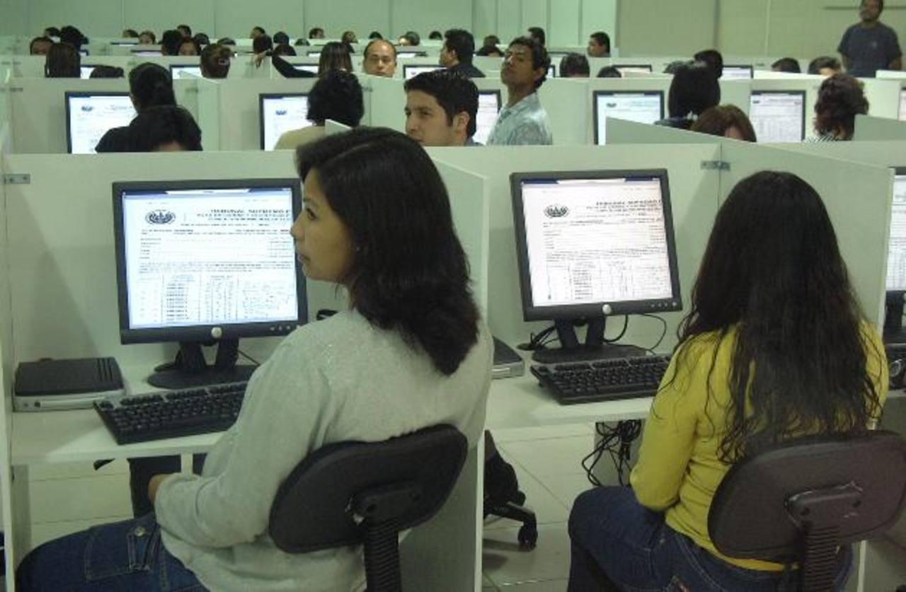 Centro de procesamiento de datos durante la elección 2012 que dirigió Indra. foto edh / archivo