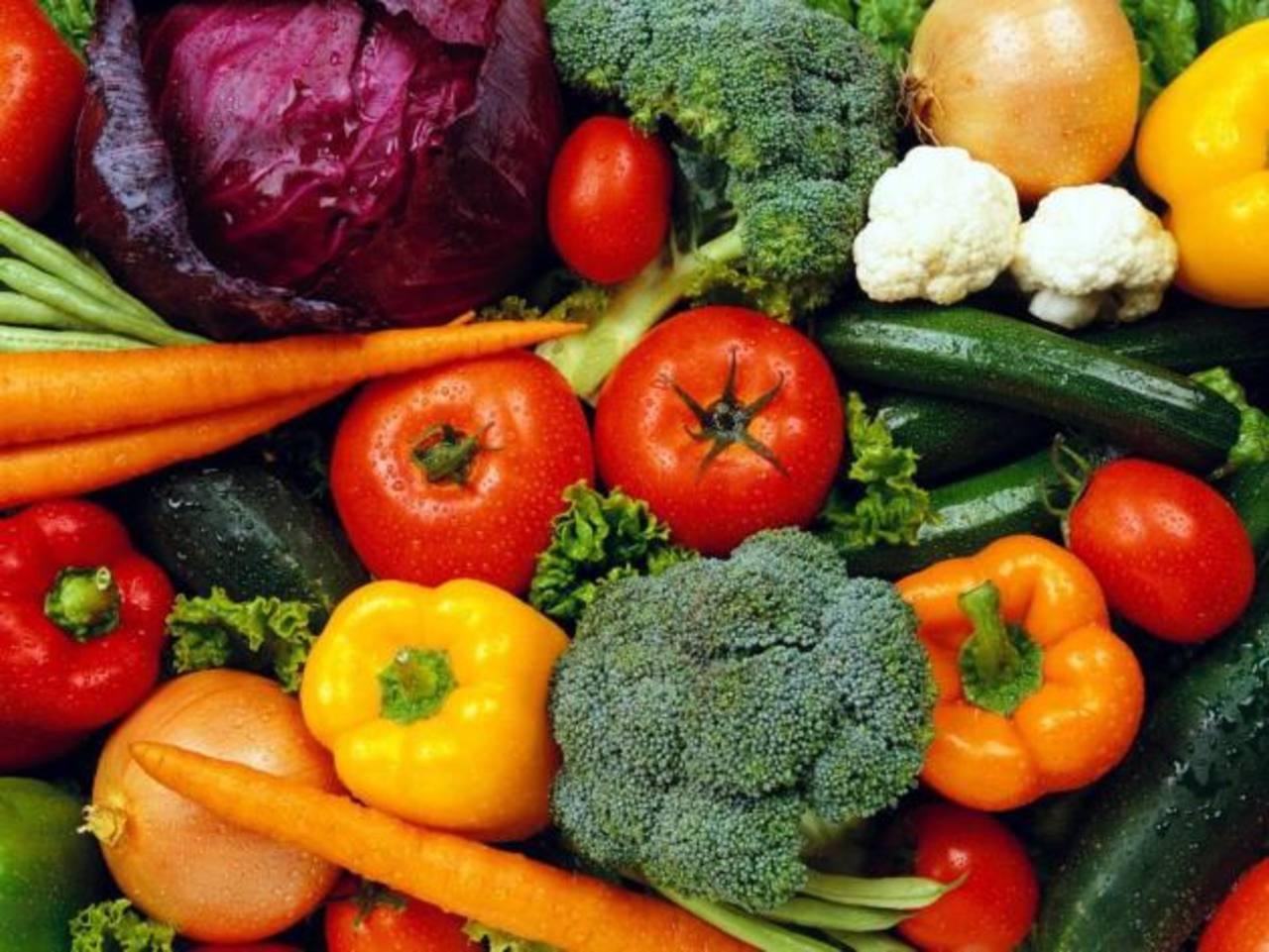 Según los especialistas se puede llegar a necesitar 10 intentos para que los niños aprendan a disfrutar de las verduras.