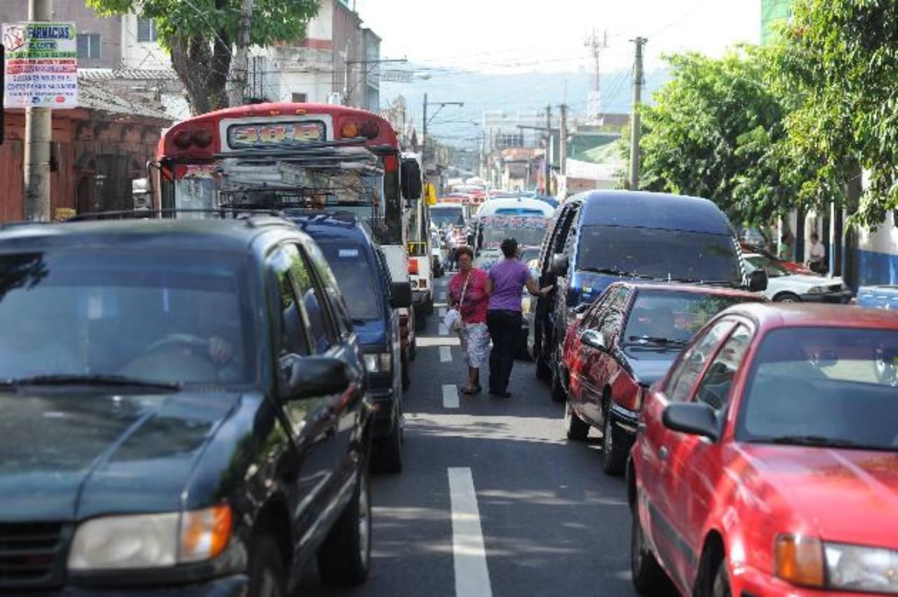 Los vendedores informales marcharon para exigir una mesa de diálogo con las autoridades del VMT. foto edh / Marlon Hernandez
