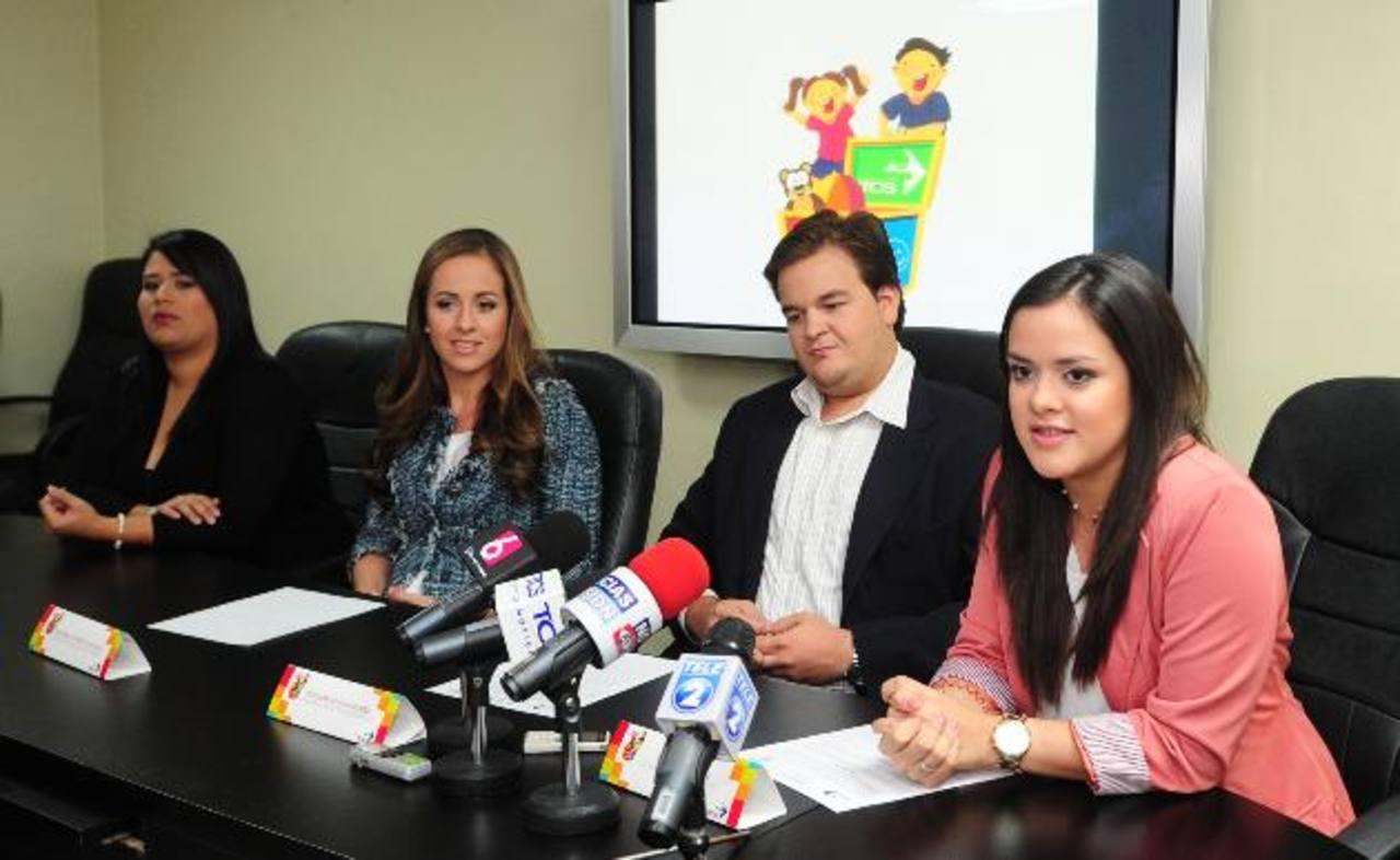 Pamela Pérez, Daniela Gadala María, Eduardo Quiñones y Mónica Solís invitan a apoyar esta iniciativa. Foto EDH / Lissette Lemus