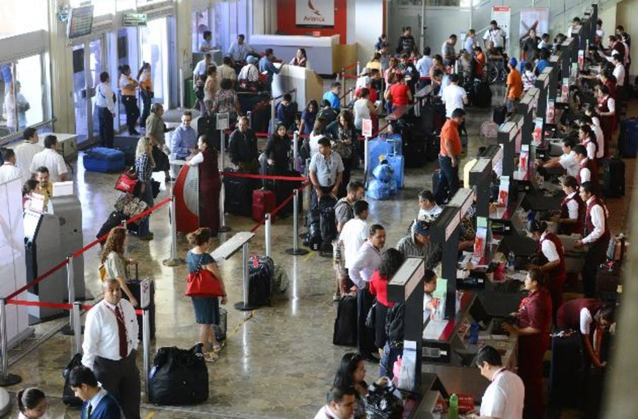 Más de 81 mil operaciones de compraventa de boletos aéreos generaron las agencias de viaje hasta agosto. Foto EDH