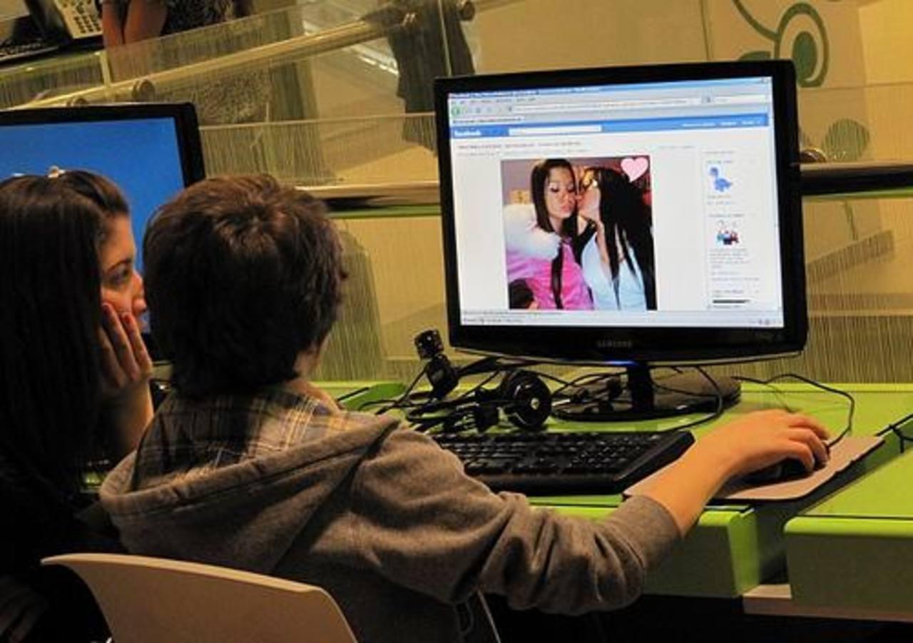 Facebook levanta restricción a contenido de adolescentes
