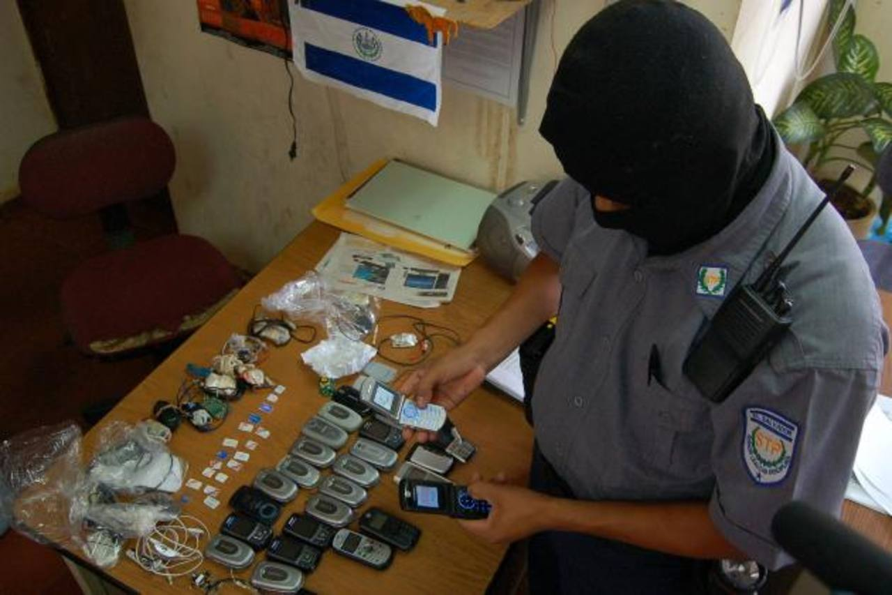 Según Funes, los esfuerzos hechos como requisas en los penales no es suficiente pues siempre hallan teléfonos y chips.