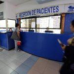 Según el Simetrisss, en la mayoría de centros de atención que tiene la institución a nivel nacional solo atenderán emergencias. Mañana volverán a la atención normal. foto EDH / archivo