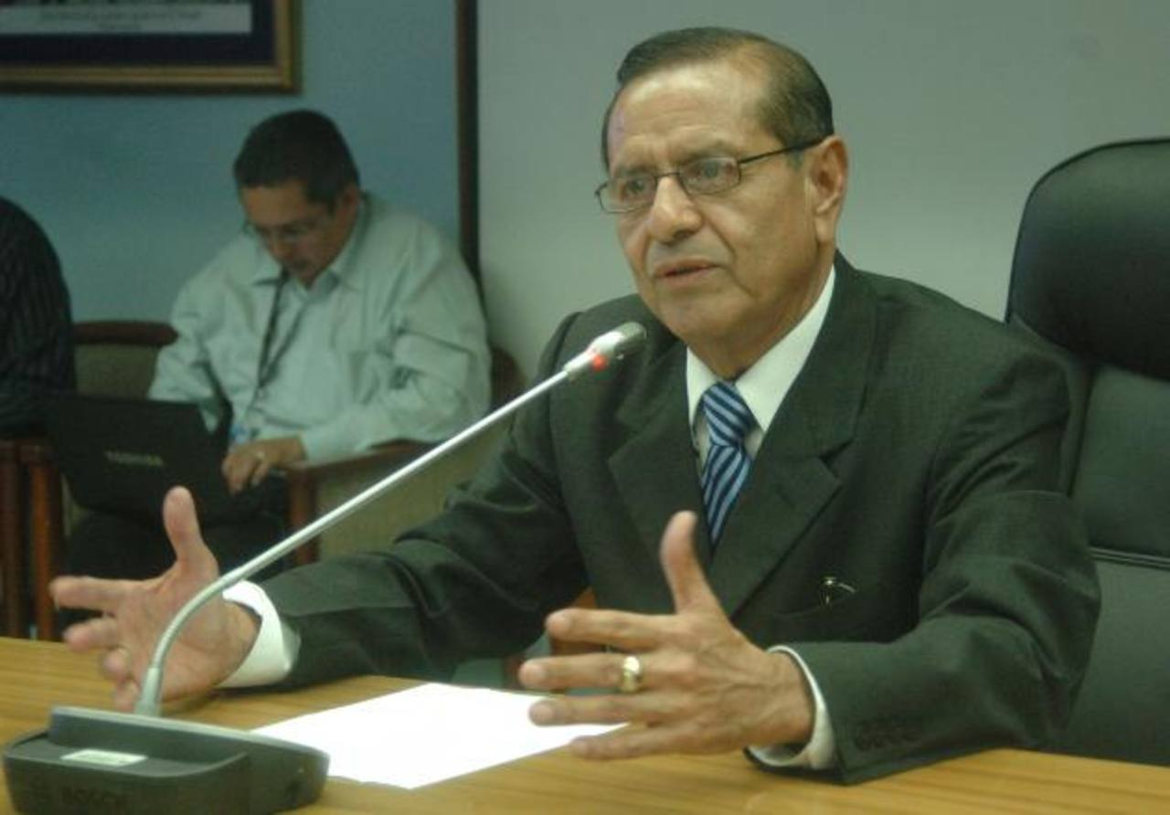 El presidente de la Corte de Cuentas, Rosalío Tóchez, inauguró ayer la Unidad de Acceso a la Información. foto edh/archivo