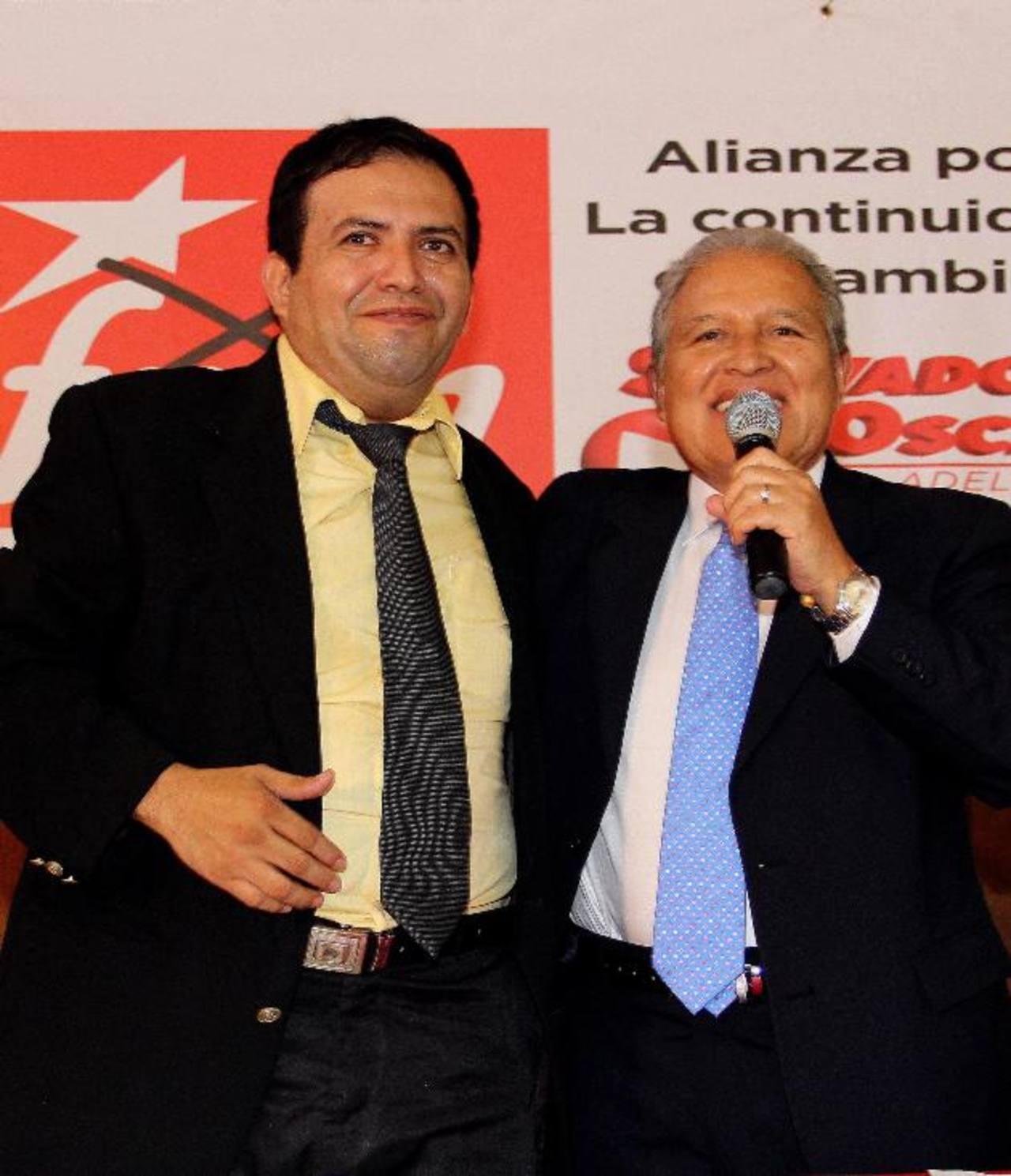 Salvador Sánchez, junto a Óscar Chávez, luego de firmar la alianza partidaria.