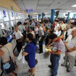 Los derechohabientes del ISSS presentarán DUI a partir de 2014.. Foto/ Archivo