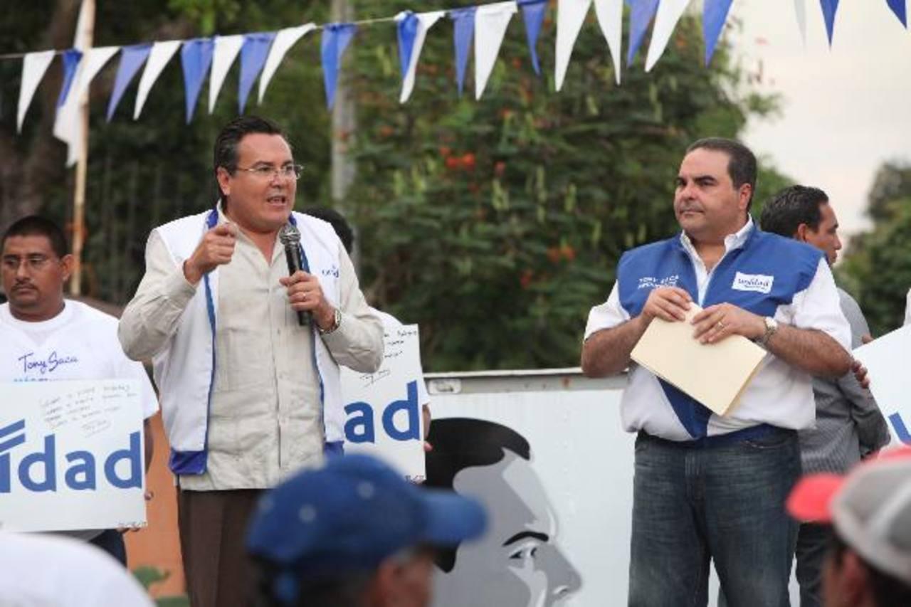 Francisco Laínez y Tony Saca, fórmula presidencial por el movimiento de Unidad , ayer en Apopa. foto edh / cortesía