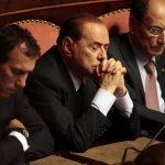 El ex primer ministro Silvio Berlusconi (al centro). Foto/ Reuters