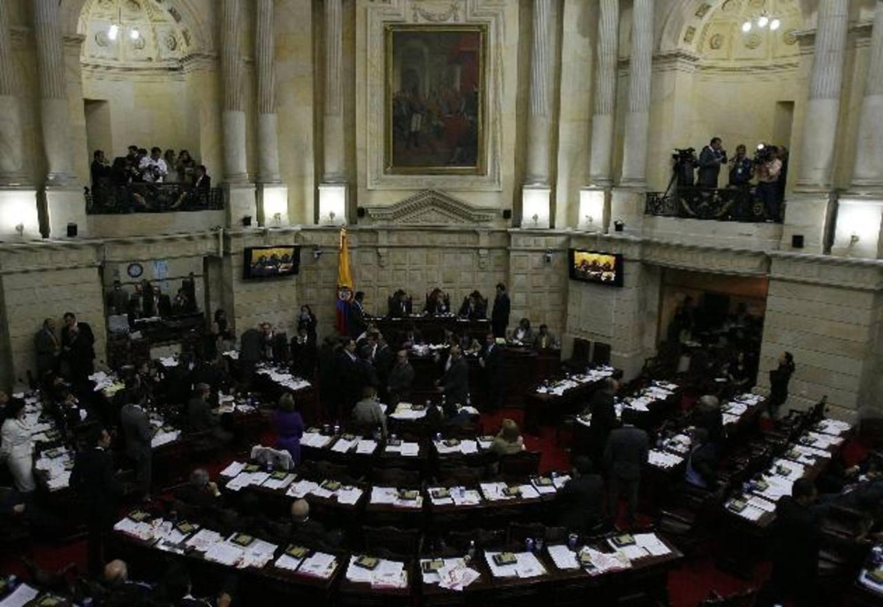 Los legisladores colombianos aprobaron la medida ayer, pero tendrán que hacer un solo texto con el que avaló la Cámara de Representantes y luego que Santos lo firme. foto edh /archivo