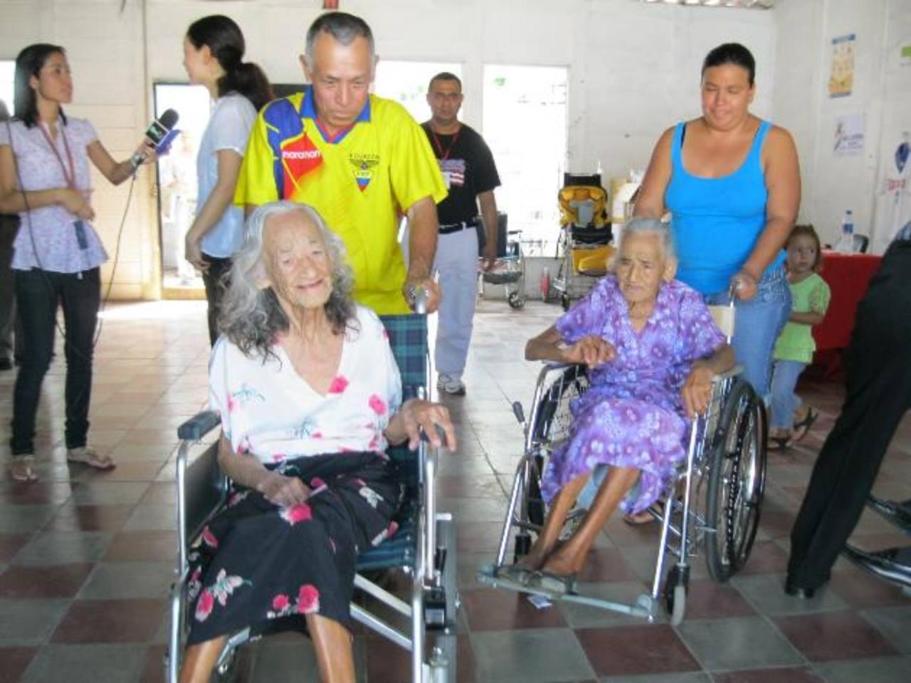 En total, entregaron 22 sillas de ruedas.